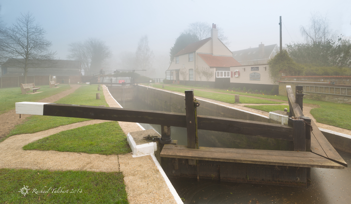 Thames Lock in fog